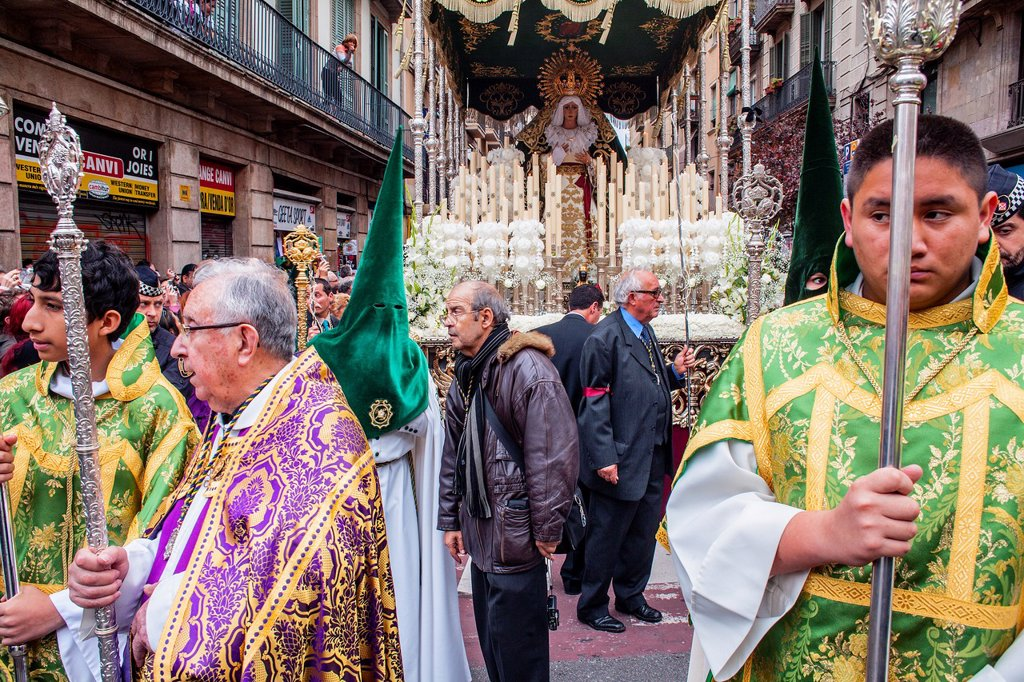 Stock Photo: 1566-992081 priest, altar server and penitents in procession, sisterhood of Jesus del Gran Poder y virgen de la Macarena, Statue usually in the San Agustin church, Good Friday, Easter week, carrer Hospital, Barcelona, Catalonia, Spain
