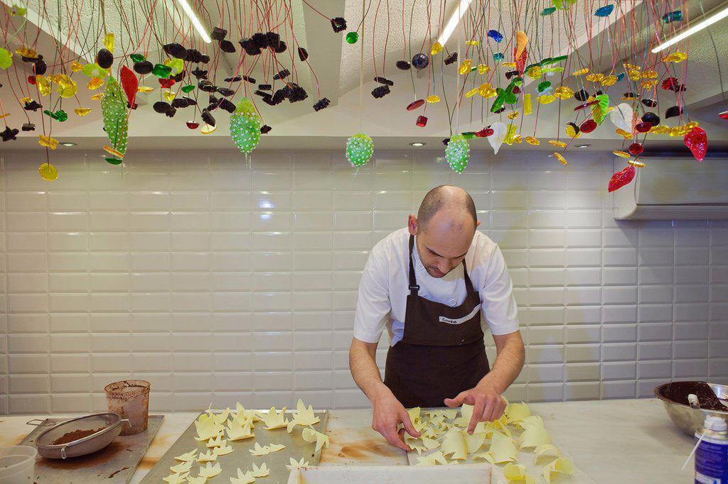 Stock Photo: 1566-992159 Baker making a ´Mona´, typical chocolate cake of Pascua´s monday, the godfather gives his godson, catalan tradition, Escriba bakery, 83 La Rambla, Barcelona, Catalonia, Spain