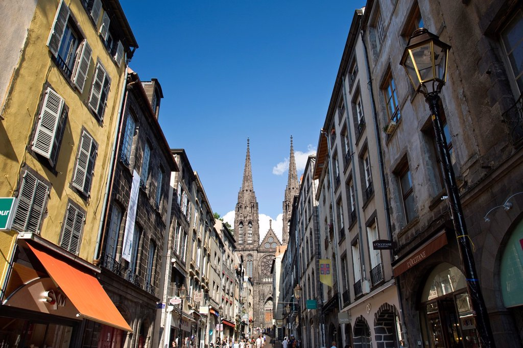Stock Photo: 1566-992871 RUE DE GRAS NOTRE DAME CATHEDRAL CLERMONT FERRAND CANTAL AUVERGNE FRANCE