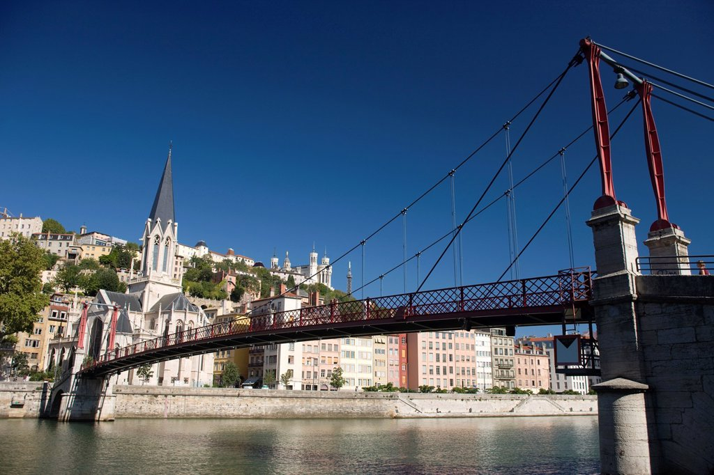 PASSERELLE PAUL COUTURIER FOOTBRIDGE VIEUX LYON RIVER SAONE LYON RHONE ALPES FRANCE : Stock Photo