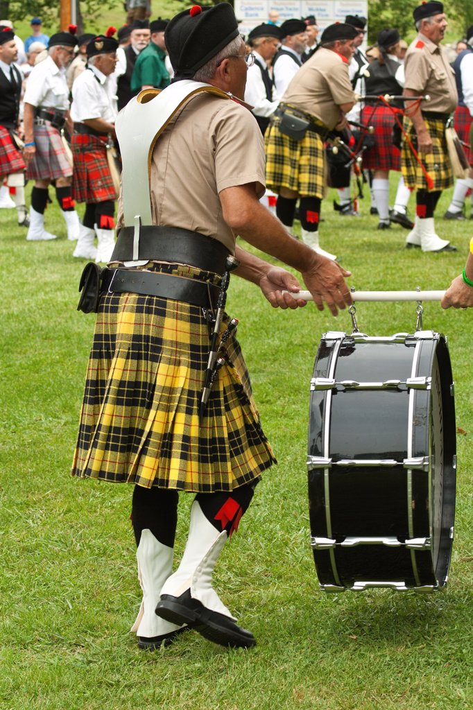 Drummer and piper pratcise at Scottish Highland Festival, Blairsville Georgia USA carries his drum from the field : Stock Photo