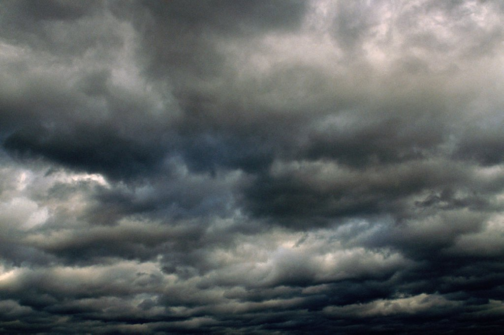 Stock Photo: 1569R-0370 Dark clouds