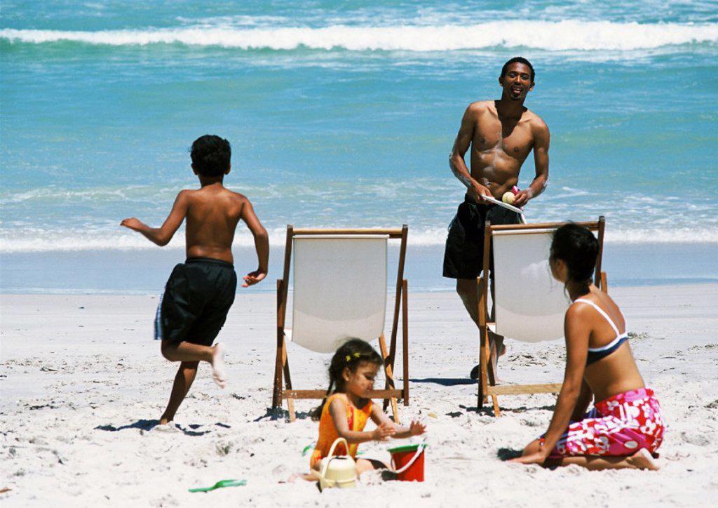 Stock Photo: 1569R-114076 Family on beach