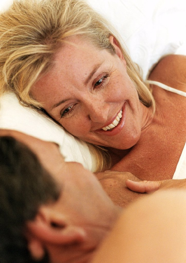 Stock Photo: 1569R-116056 Couple lying in bed face to face, close-up