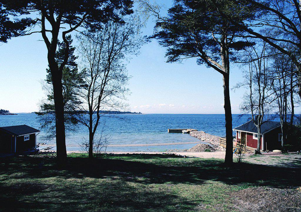 Stock Photo: 1569R-15115 Scandinavia, cabin near shore