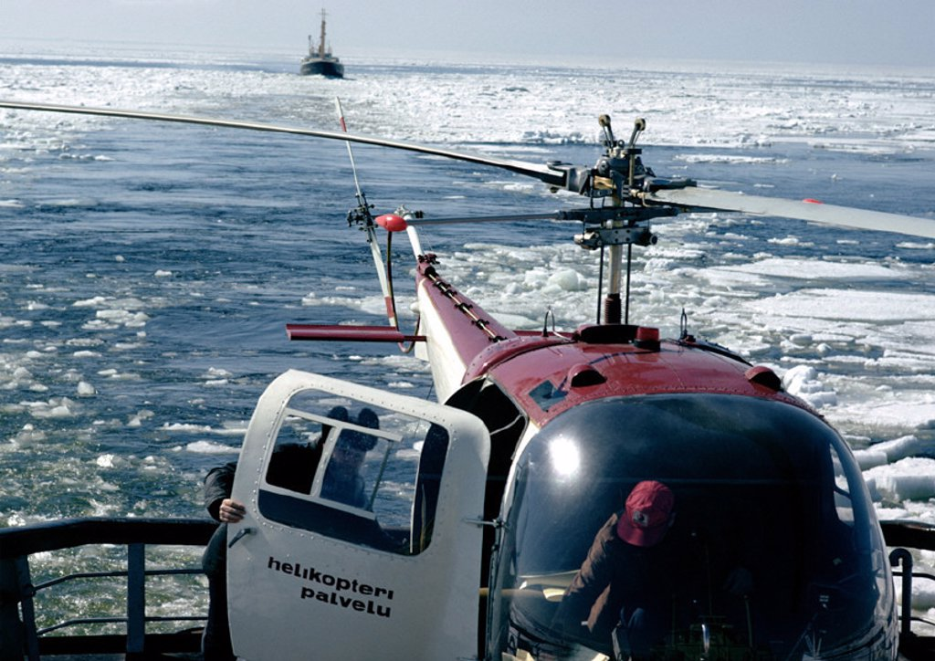 Stock Photo: 1569R-16085 Scandinavia, helicopter on icy water