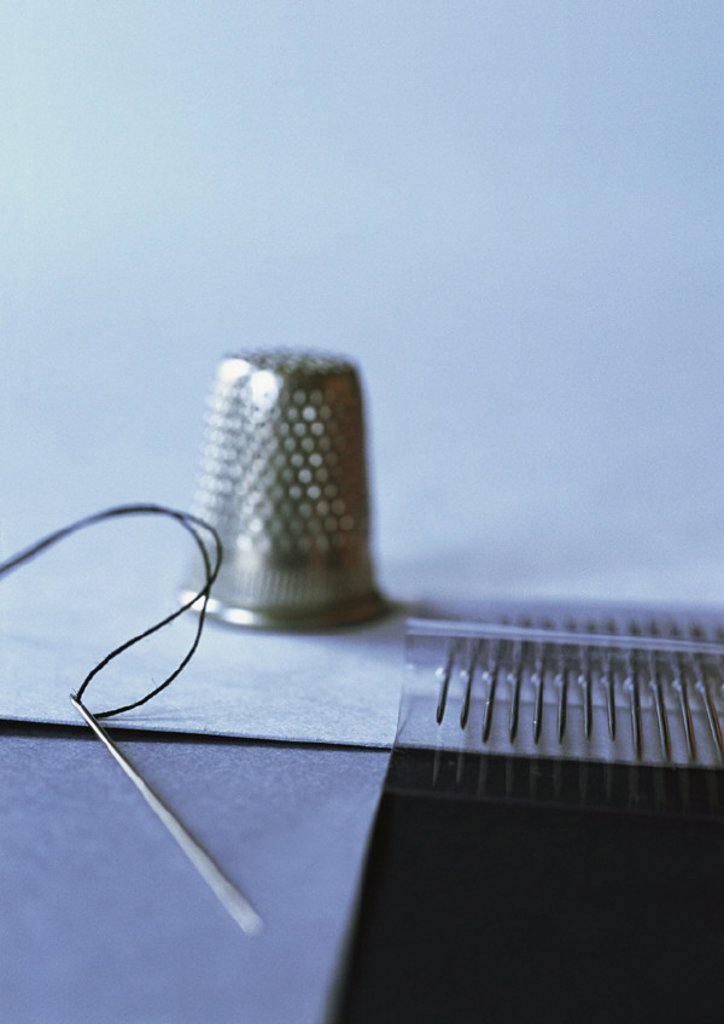 Stock Photo: 1569R-182012 Sewing needles and thimble