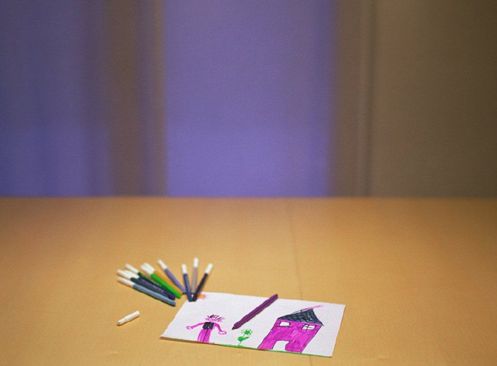 Stock Photo: 1569R-224035 Child´s drawing and colored markers on table