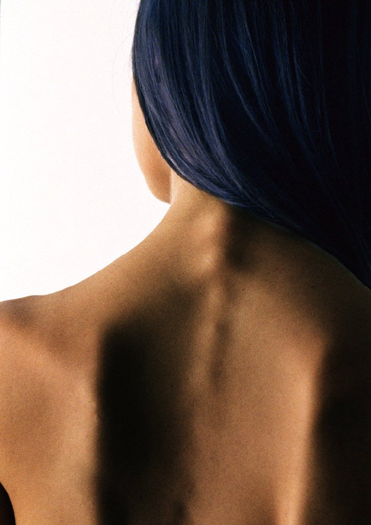 Woman´s bare upper back, close up : Stock Photo