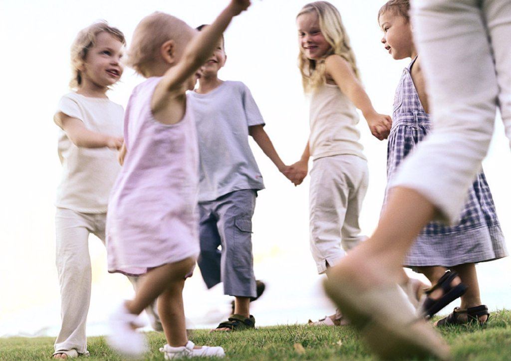 Stock Photo: 1569R-241032 Children holding hands, walking in ring