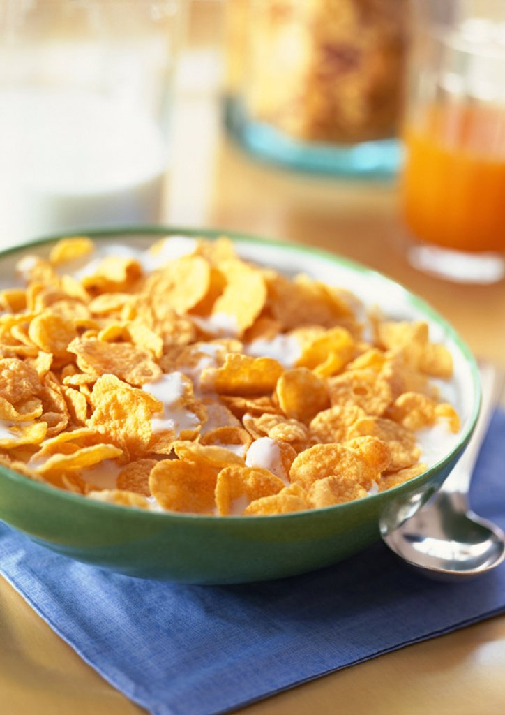 Bowl of cereal, close-up : Stock Photo