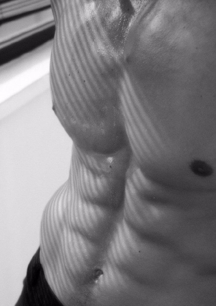 Stock Photo: 1569R-53071 Man´s bare torso, b&w