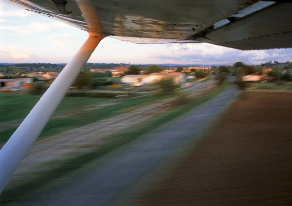 Underside of helicopter at takeoff : Stock Photo