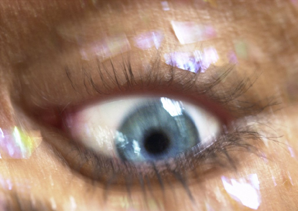 Stock Photo: 1569R-73016 Woman´s blue eye, blurred close up, upside down