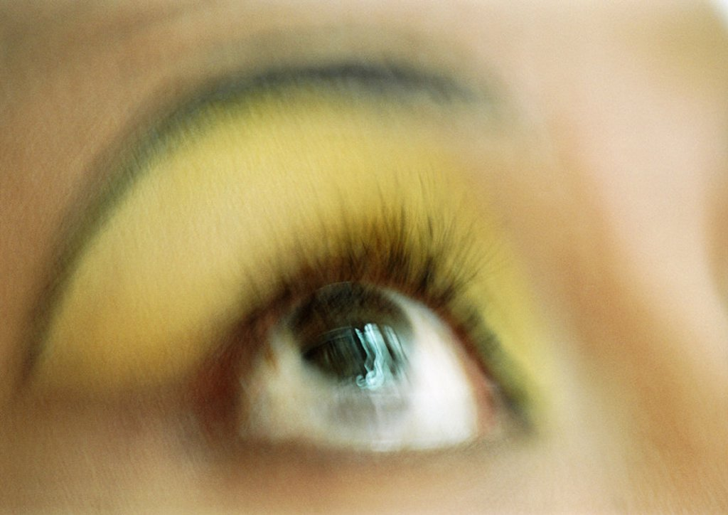 Stock Photo: 1569R-73034 Woman´s eye looking up, blurred close up