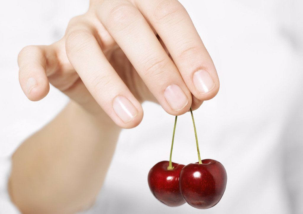 Stock Photo: 1569R-9010450 Hand holding cherries