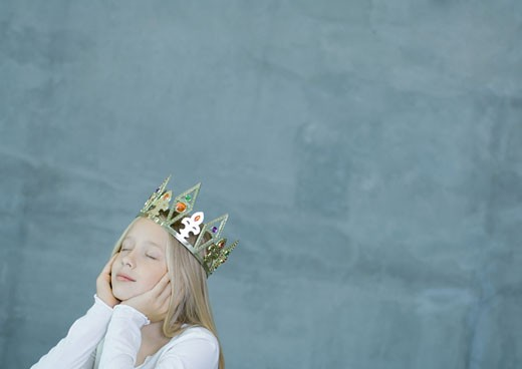 Girl wearing crown : Stock Photo