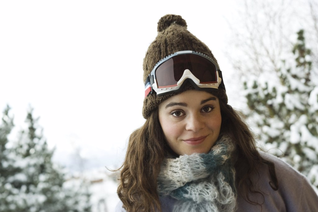 Young woman in winter clothing, portrait : Stock Photo