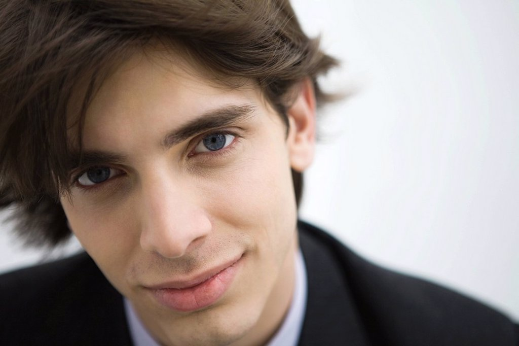 Young man smiling at camera, portrait : Stock Photo
