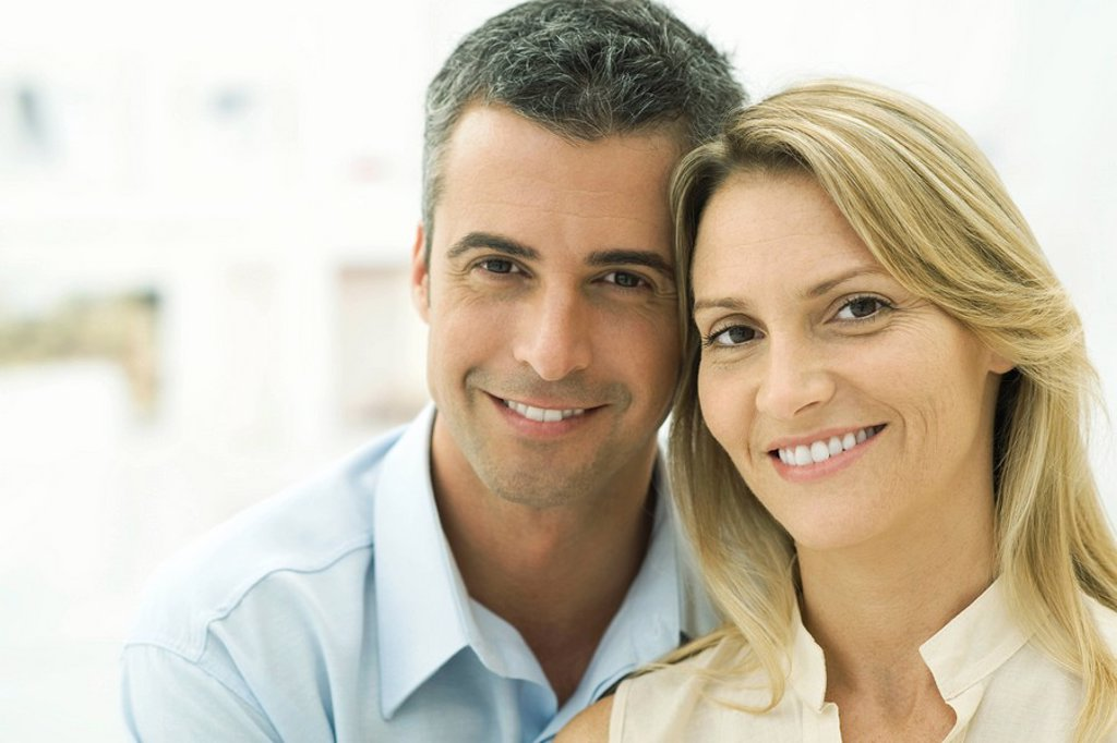 Stock Photo: 1569R-9038912 Couple smiling at camera, portrait