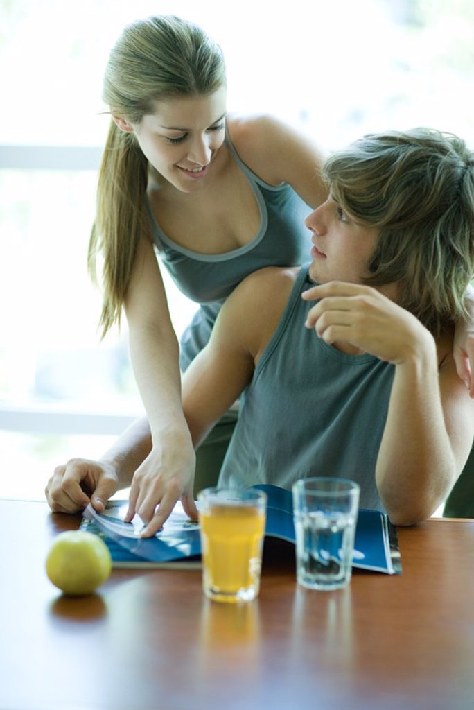 Stock Photo: 1569R-9049650 Young couple in exercise clothing, woman looking over man´s shoulder, smiling at him