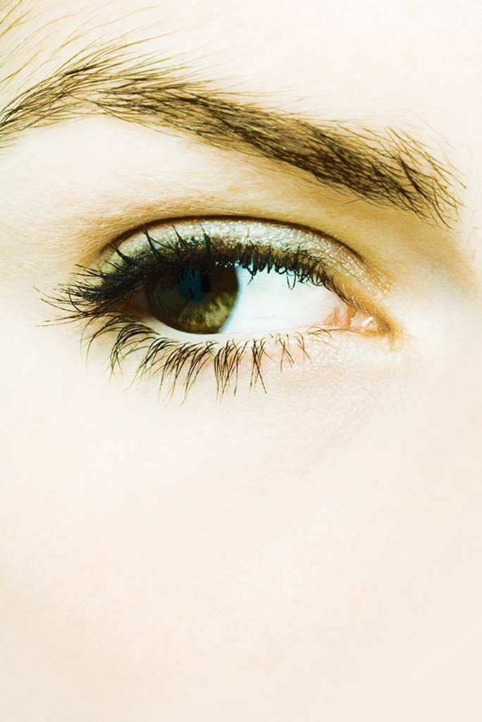 Young woman´s eye, extreme close-up : Stock Photo