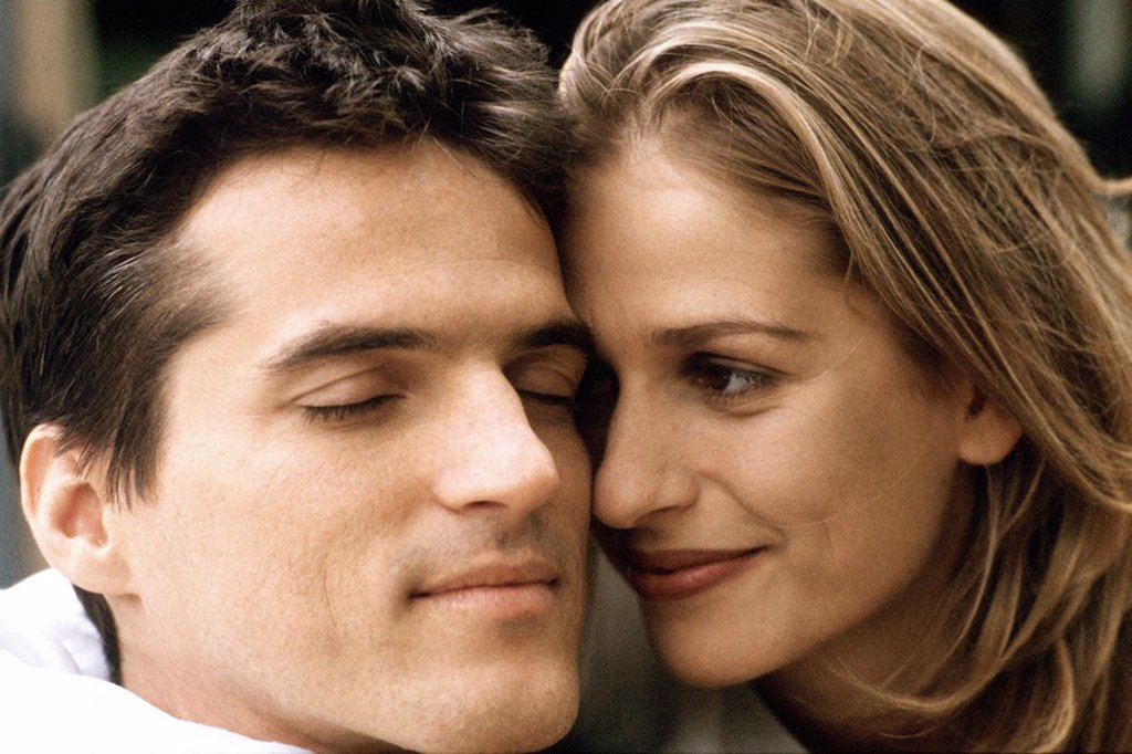 Couple cheek to cheek, smiling, man\´s eyes closed : Stock Photo