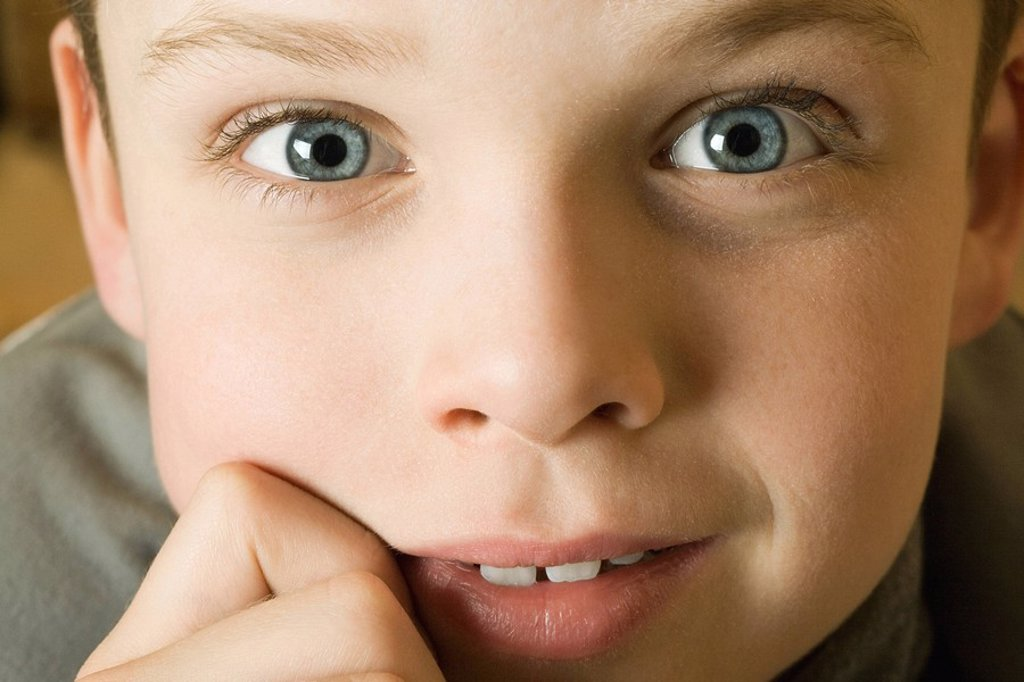 Stock Photo: 1569R-9064156 Boy´s face, looking at camera, close-up