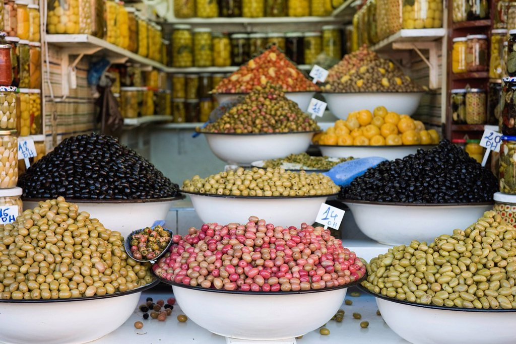 Stock Photo: 1569R-9068641 Fresh olives in market