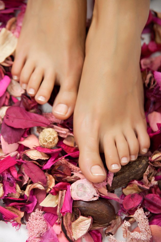 Woman´s bare feet in potpourri : Stock Photo