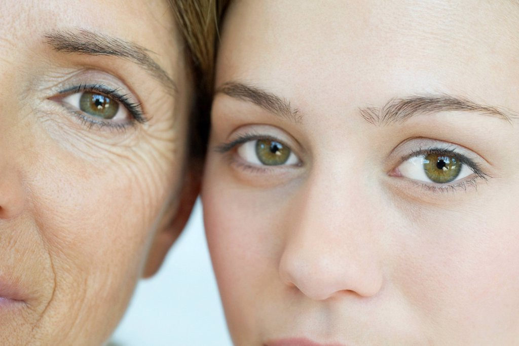 Stock Photo: 1569R-9071136 Mother and daughter, close_up portrait