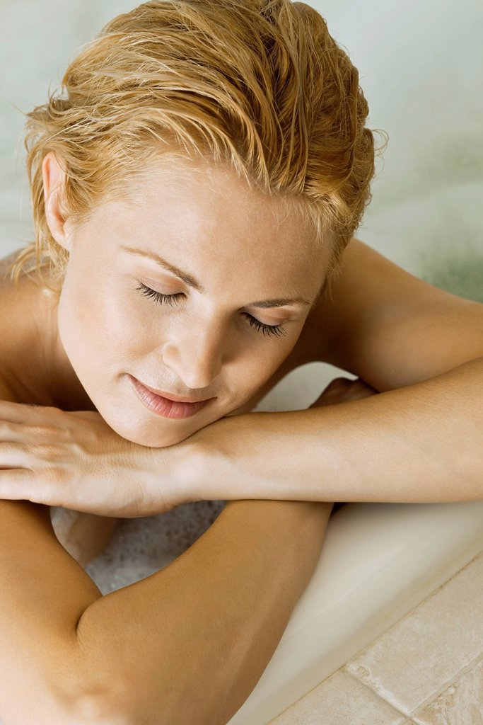 Stock Photo: 1569R-9072606 Woman relaxing in bath