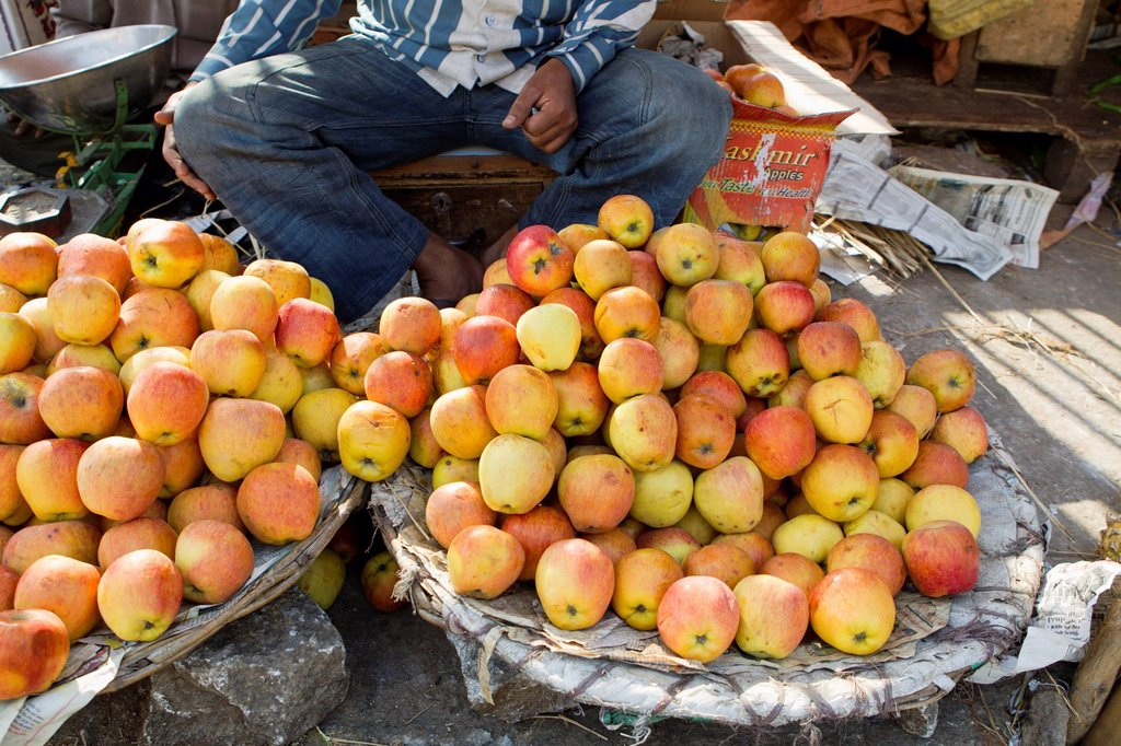 Stock Photo: 1569R-9073958 Apples for sale in street market