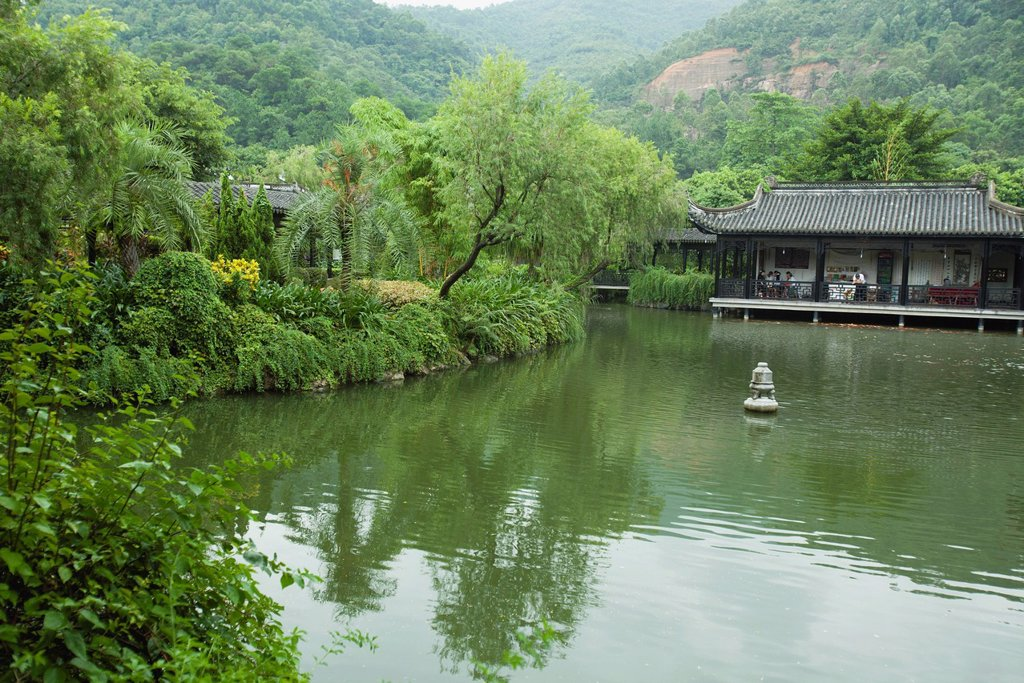 Stock Photo: 1569R-9074636 China, tranquil lake scene, restaurant in background
