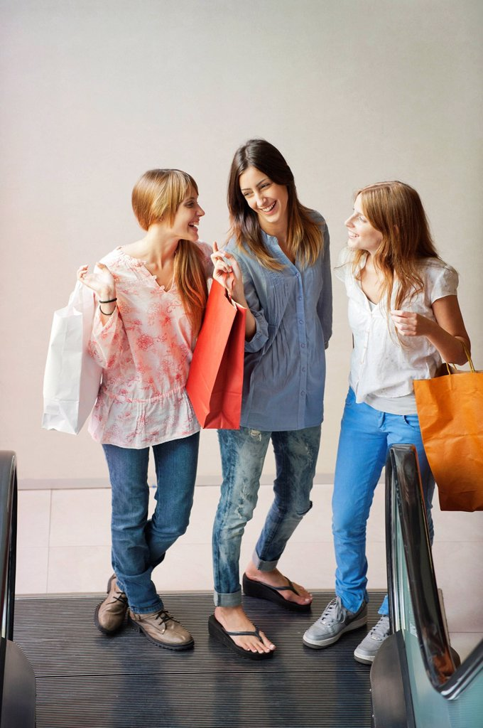 Young women carrying shopping bags : Stock Photo