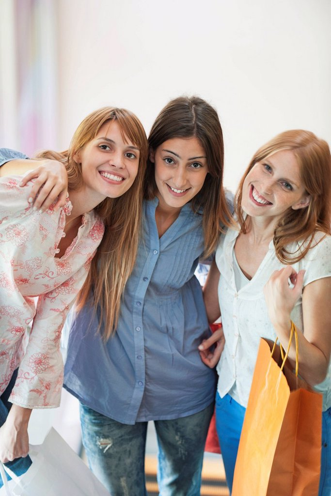 Young women with shopping bags, portrait : Stock Photo