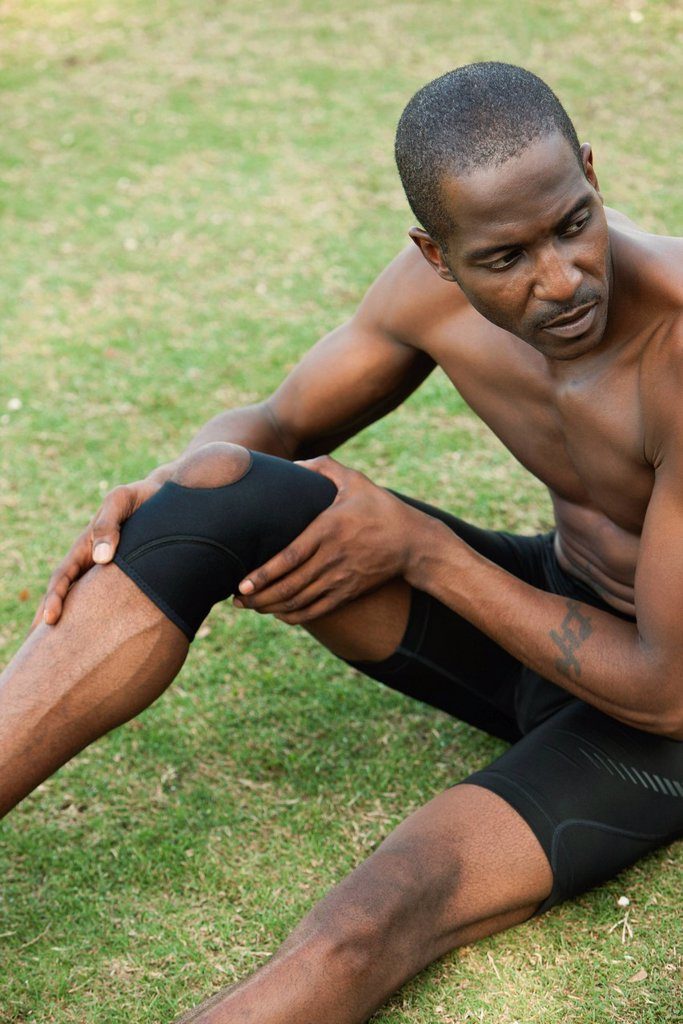 Stock Photo: 1569R-9075423 Male athlete wearing knee brace