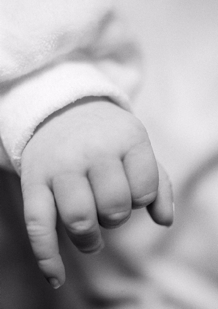 Baby´s hand, close-up, b&w : Stock Photo