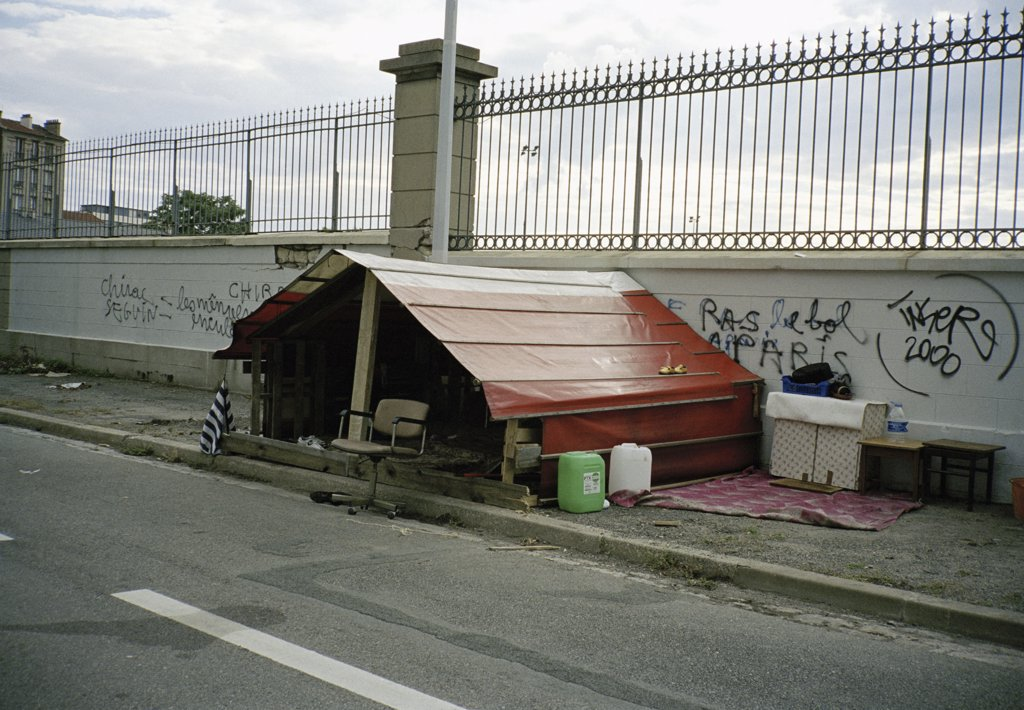 Shanty, Paris, France : Stock Photo