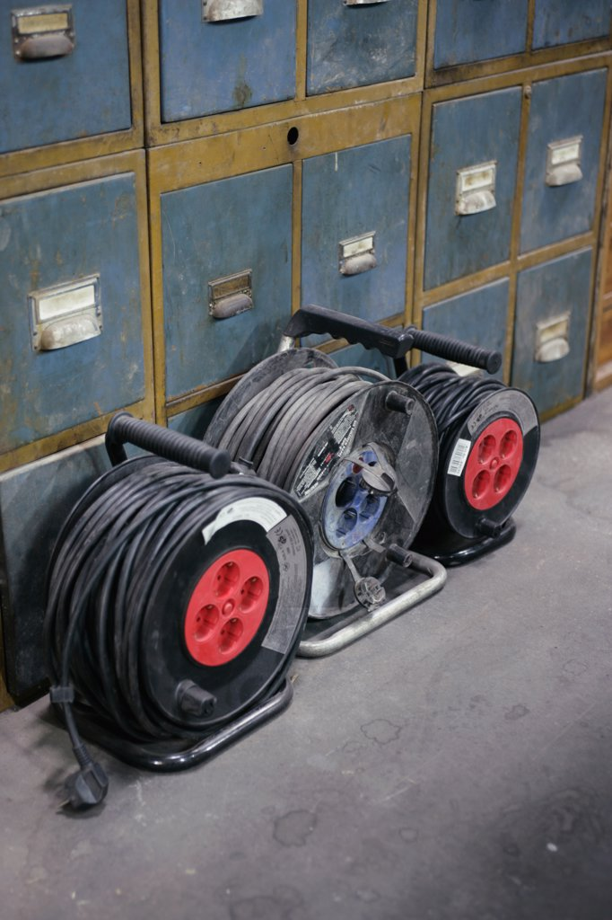 Stock Photo: 1570R-102185 Electrical extension cables