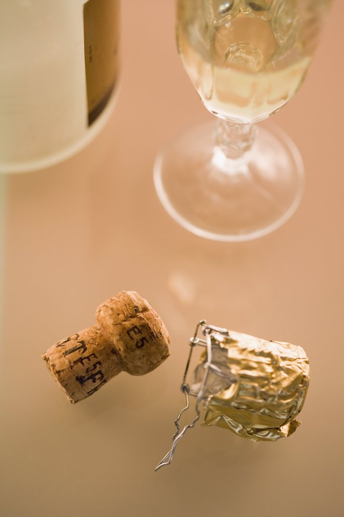 Close-up of champagne and cork : Stock Photo