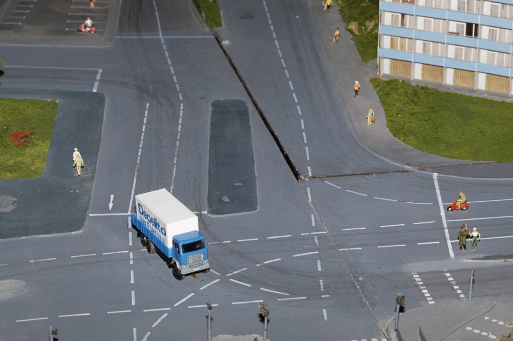 Stock Photo: 1570R-113877 Model of truck crossing intersection