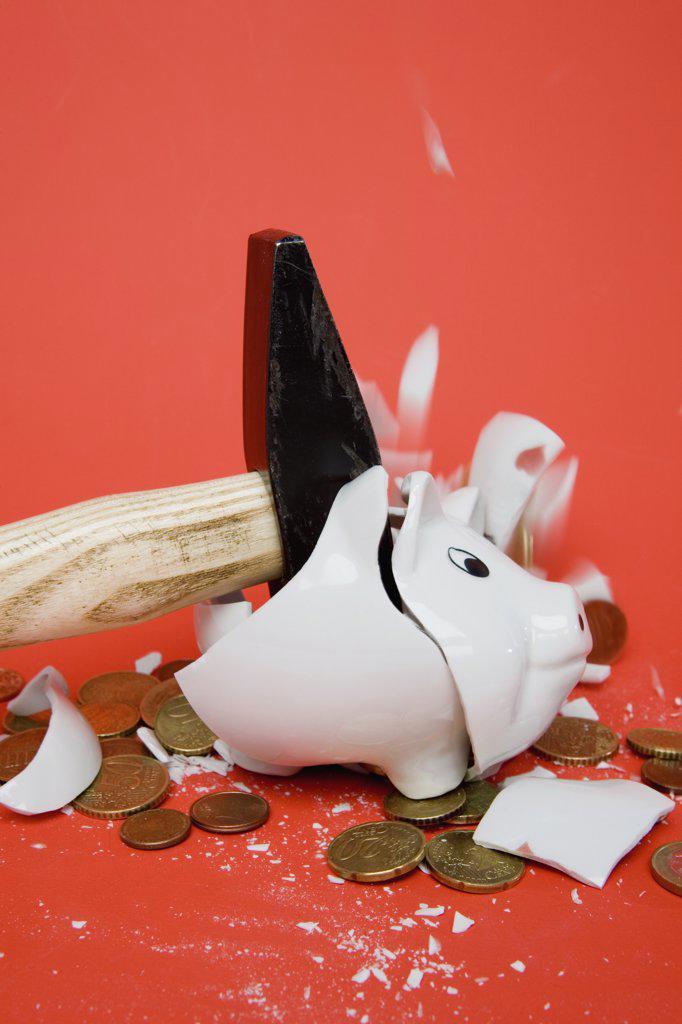 A hammer smashing a piggy bank : Stock Photo