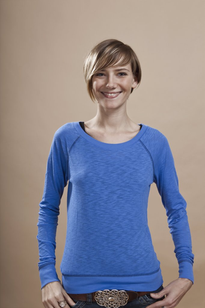 Stock Photo: 1570R-129734 Portrait of a woman smiling in anticipation, studio shot