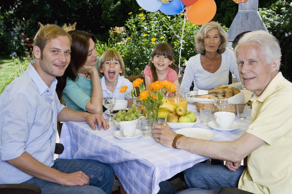 Stock Photo: 1570R-130687 A multi-generational family having breakfast, outdoors