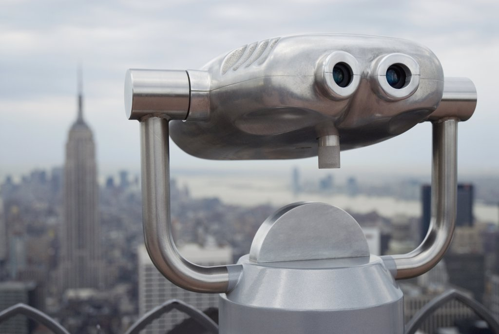 Coin operated binoculars with the Empire State Building in the background : Stock Photo