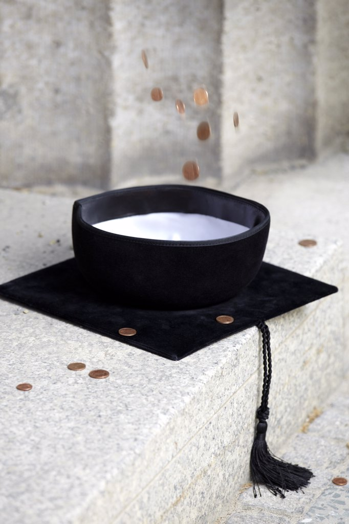 Stock Photo: 1570R-134338 Copper coins falling into mortarboard