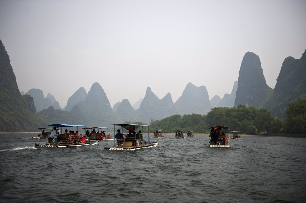 Stock Photo: 1570R-138534 Tour boats sailing on the River Li in China