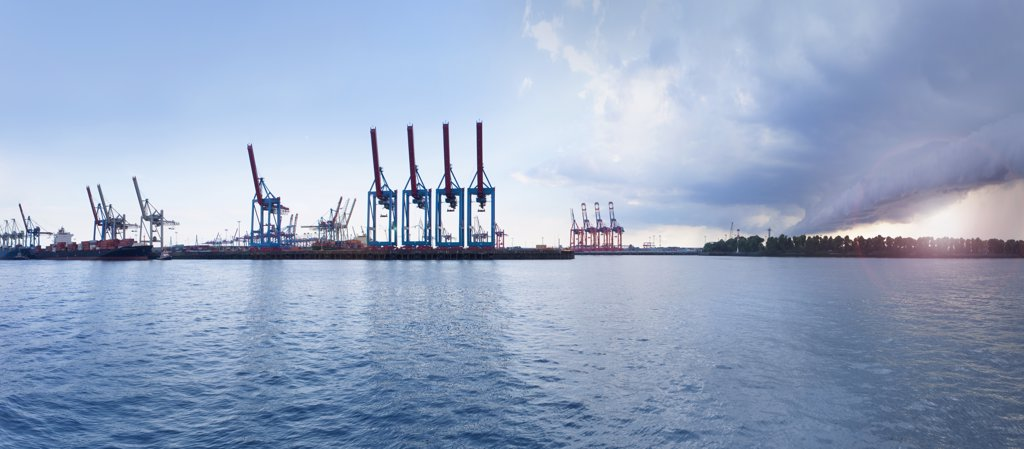 Stock Photo: 1570R-139378 Cranes on a loading dock