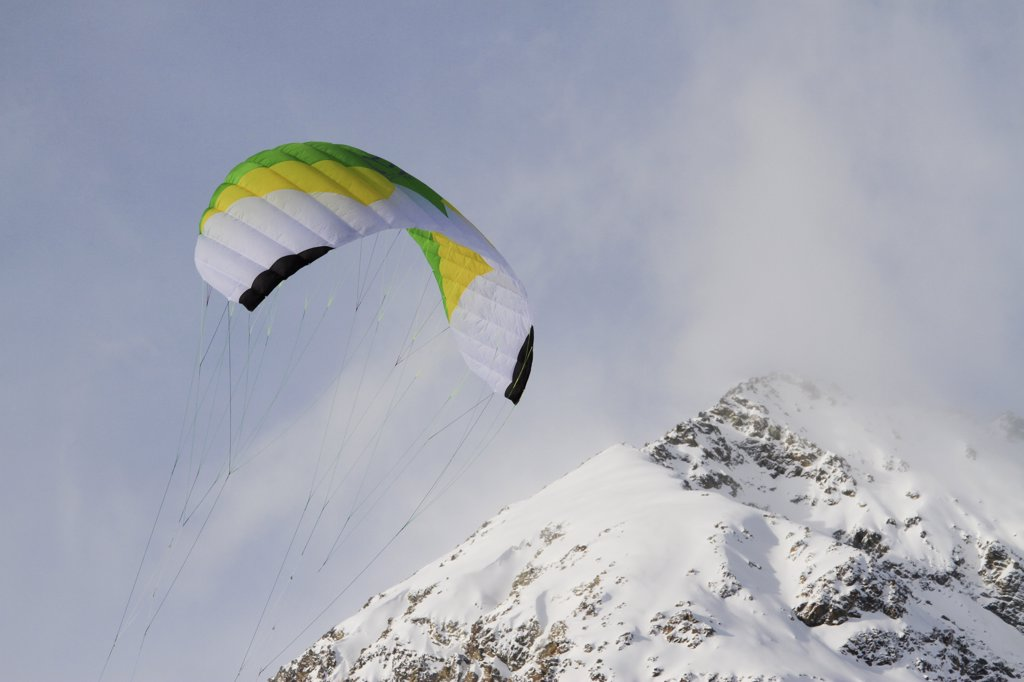 Stock Photo: 1570R-139516 Paragliding over mountain